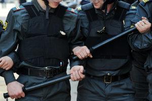 Приход и привод. Зачем полиция налетела на посетителей самого модного клуба Москвы — «Рабицы»