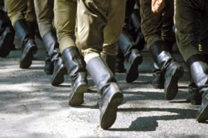 Забайкалье: солдат заставляли отжиматься в наручниках