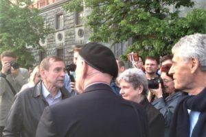 На Льва Пономарева составили протокол из-за схода «В защиту нового поколения» у здания ФСБ