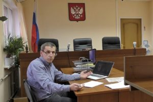 «Начинаю переживать за того, кто будет защищать Петруху…».   В Новомосковском суде снова оказывают давление на защитника