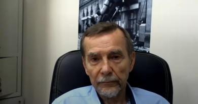Двадцать пять вопросов правозащитнику: Билл Бауринг задает 25 вопросов Льву Пономареву.