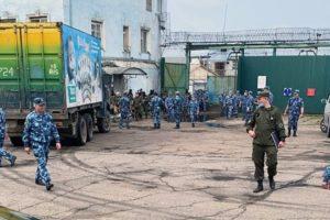 Заключенные ангарской колонии снова объявили голодовку. Сотрудники не пустили адвоката